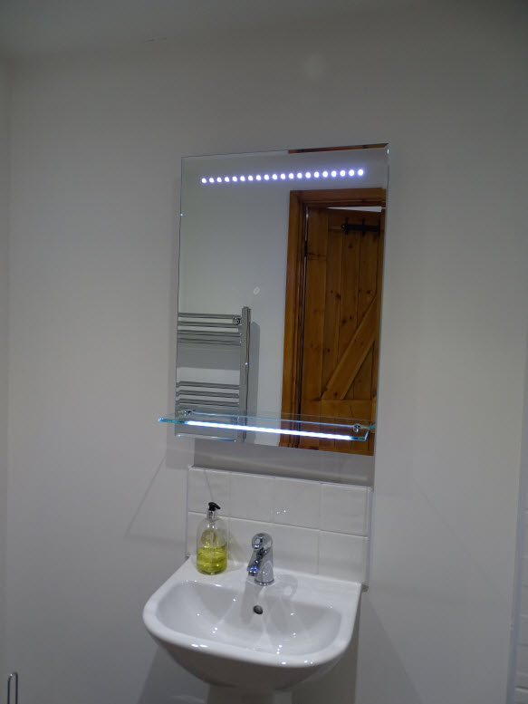 06castlerag shower room.jpg
